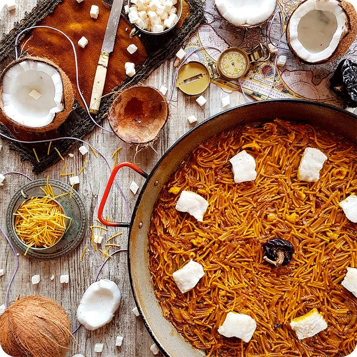 #9-paella-domicilio-valencia-fideua-cocinada-con-agua-de-coco-sepia-cebolla-caramelizada-y-bacalao